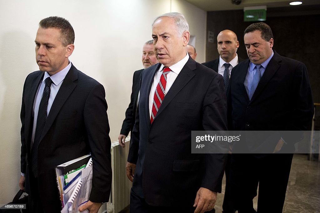 Israel's Prime Minister Benjamin Netanyahu (C) arrives to chair the weekly cabinet meeting on February 16, 2014 in Jerusalem.