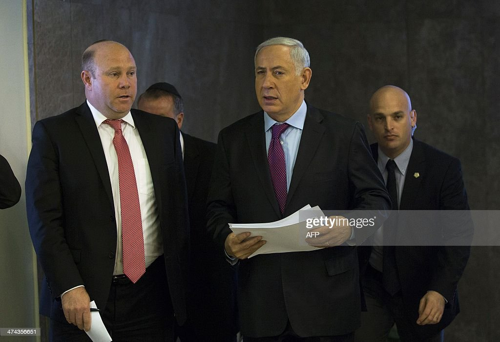 Israel's Prime Minister Benjamin Netanyahu (C) arrives to chair the weekly cabinet meeting in Jerusalem on February 23, 2014.