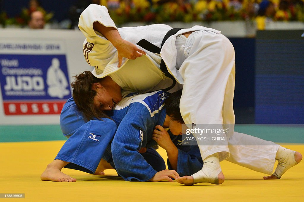 Israel's Yarden Gerbi (white) competes against Japan's Kana Abe in a women's -63kg category semifinal, during the IJF World Judo Championship in Rio de Janeiro, Brazil, on August 29, 2013. AFP PHOTO / YASUYOSHI CHIBA