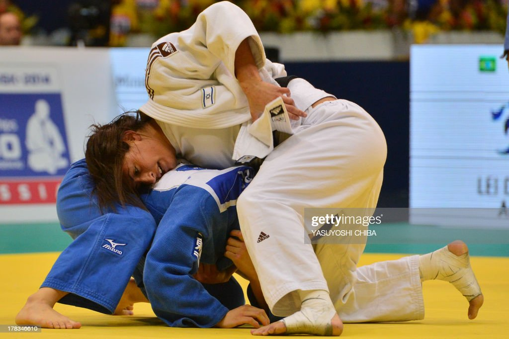 Israel's Yarden Gerbi (white) competes against Japan's Kana Abe in a women's -63kg category semifinal, during the IJF World Judo Championship in Rio de Janeiro, Brazil, on August 29, 2013.