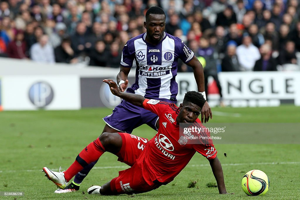Issa Diop of Toulouse and <a gi-track='captionPersonalityLinkClicked' href=/galleries/search?phrase=Samuel+Umtiti&family=editorial&specificpeople=7123899 ng-click='$event.stopPropagation()'>Samuel Umtiti</a> of Lyon battle for the ball during the French Ligue 1 match between Toulouse and Lyon at Stadium Municipal on April 23, 2016 in Toulouse, France.