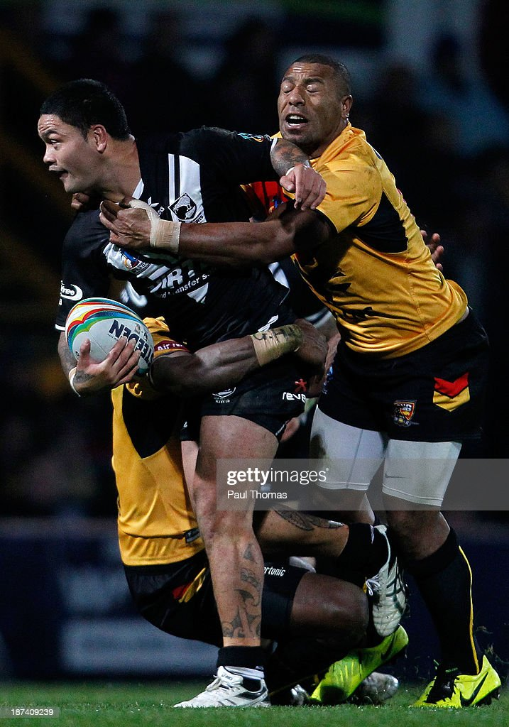<a gi-track='captionPersonalityLinkClicked' href=/galleries/search?phrase=Issac+Luke&family=editorial&specificpeople=5082833 ng-click='$event.stopPropagation()'>Issac Luke</a> (C) of New Zealand is tackled by Jason Tali (R) and Jessie Joe Nandye of Papua New Guinea during the Rugby League World Cup Group B match at Headingley Stadium on November 8, 2013 in Leeds, England.