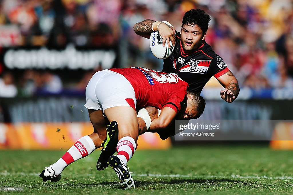 Issac Luke of the Warriors is tackled by Benji Marshall of the Dragons during the round nine NRL match between the New Zealand Warriors and the St George Illawarra Dragons at Mt Smart Stadium on May 1, 2016 in Auckland, New Zealand.