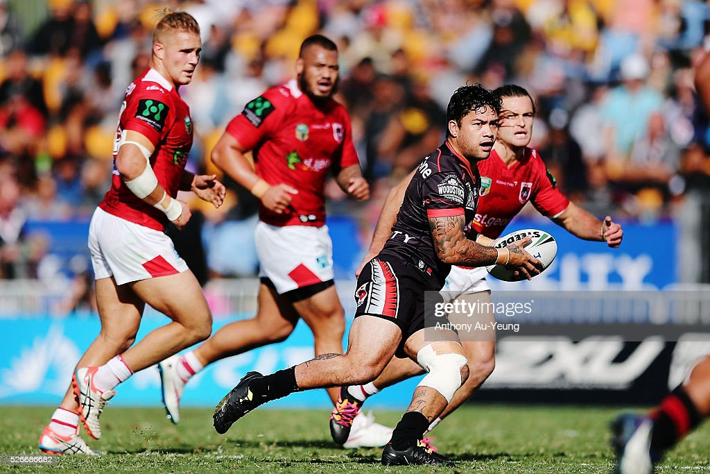 Issac Luke of the Warriors makes a run during the round nine NRL match between the New Zealand Warriors and the St George Illawarra Dragons at Mt Smart Stadium on May 1, 2016 in Auckland, New Zealand.