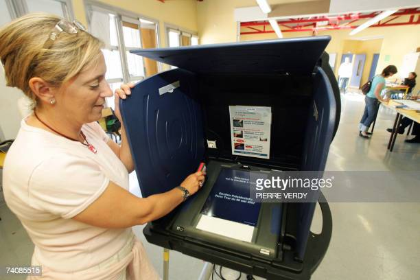 A municipal employee inserts a card to activate an electronic voting machine at a polling station in IssylesMoulineaux west of Paris 06 May 2007 Some...
