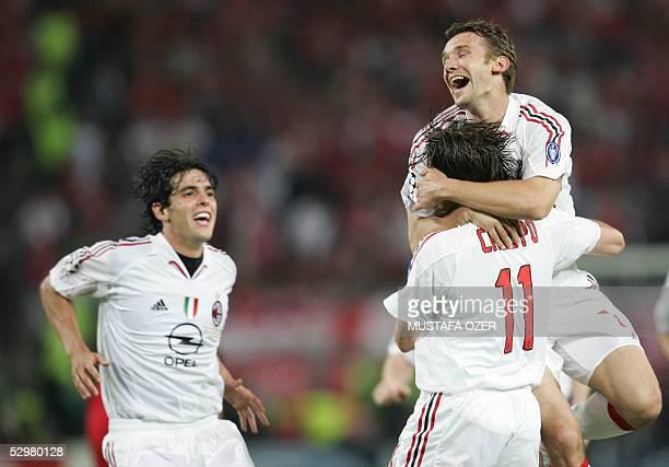 AC Milan's Argentinan forward Hernan Crespo is congratulated by his teammes Ukrainian forward Andriy Shevchenko during the UEFA Champions league...