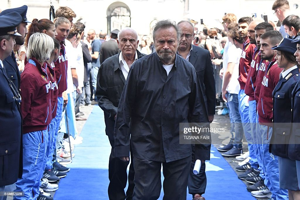 Italian actor Franco Nero arrives at the funeral of Italian actor Bud Spencer, born Carlo Pedersoli, at the church of the artists, Santa Maria in Montesanto, on June 30, 2016 at Piazza del Popolo in Rome. Bud Spencer who starred in a string of spaghetti westerns, died on June 27 in Rome aged 86. / AFP / TIZIANA