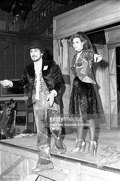 Italian actor Gigi Proietti and Italian singer Ornella Vanoni smiling during the shooting of TV show Fatti e fattacci 1975