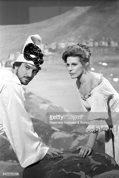 Italian actor Gigi Proietti disguised as Pulcinella next to Italian singer Ornella Vanoni during the shooting of TV show Fatti e fattacci 1975