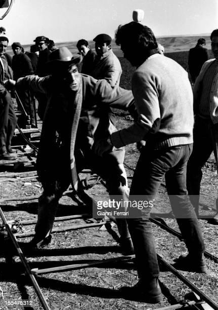 Italian actor Giuliano Gemma and the Italian boxer Nino Benvenuti during the filming of the movie ' Vivos o preferiblemente muertos' near Madrid...