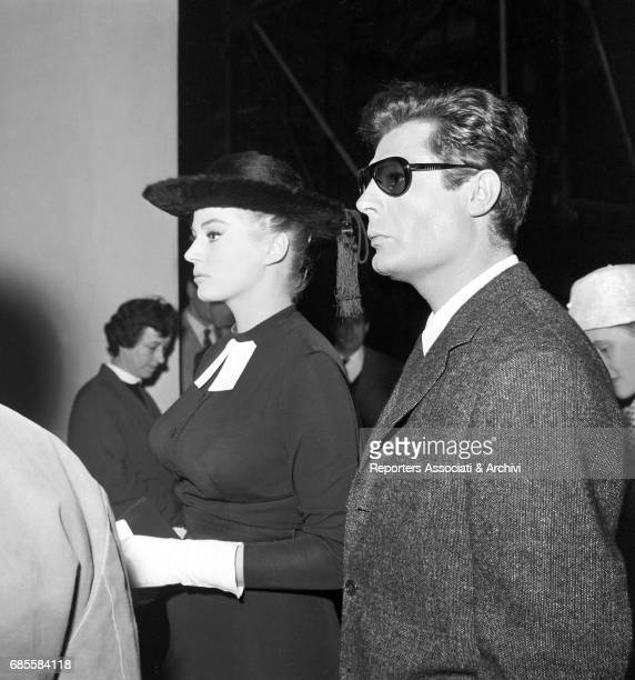 Italian actor Marcello Mastroianni with Swedishborn Italian actress Anita Ekberg during a break on the set of 'La dolce vita' Rome 1959