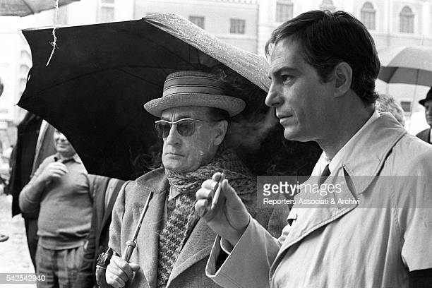 Italian actor Tot˜ and Italian actor Nino Manfredi on the set of The Head of The Family This was the last film starring Tot˜ who died during the...