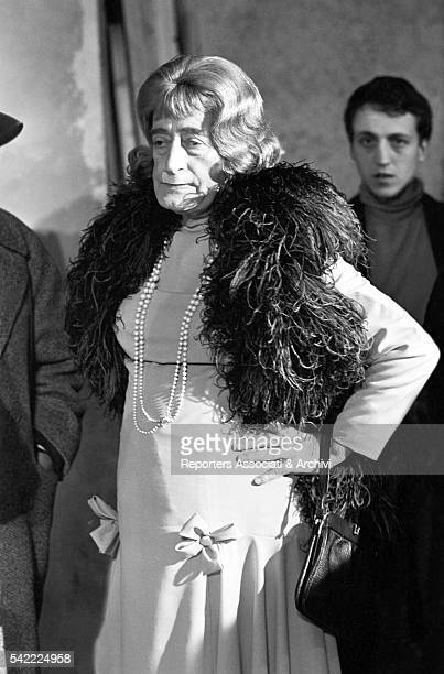 Italian actor Tot˜ disguised as a woman on the set of Tot˜ contro i quattro 1963