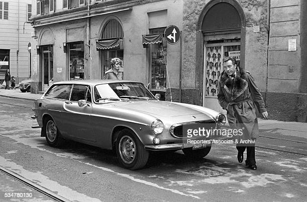 Italian actor Ugo Tognazzi and French actress Edwige Fenech getting on a car Italy 1976