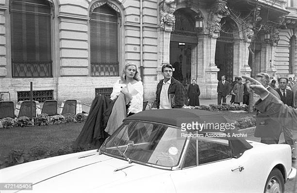'Italian actor Walter Chiari and Swedish actress Anita Ekberg listening to a passerby giving infromations to them on via Veneto in a break during the...