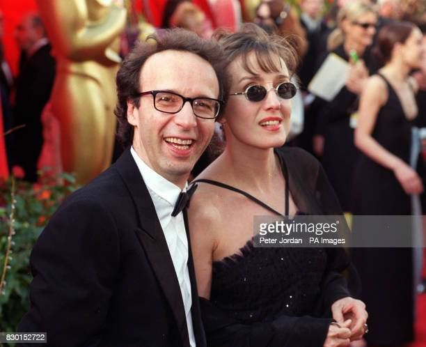 Italian actor/director Roberto Benigni and his wife Nicoletta Braschi arrive at the 71st annual Academy Awards in Los Angeles California Roberto...
