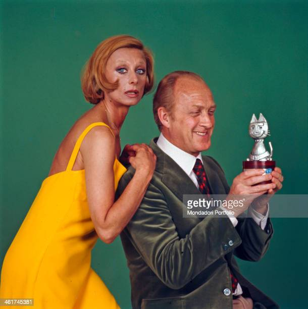 Italian actors and TV presenters Raimondo Vianello and Sandra Mondaini posing with the Telegatto award they won Salsomaggiore Terme 1975