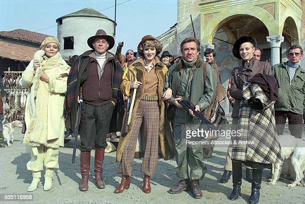 Italian actors Massimo Serato Ugo Tognazzi and Mara Venier Frenchborn Italian actress Edwige Fenech and Finnish actress Yanti Somer on the set of the...