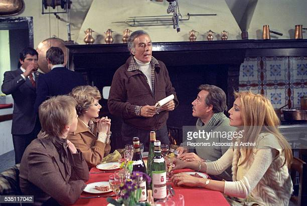 Italian actors Massimo Serato Ugo Tognazzi and Mara Venier Frenchborn Italian actress Edwige Fenech and Finnish actress Yanti Somer at the restaurant...