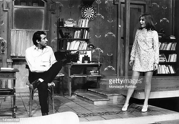 Italian actors Walter Chiari and Alida Chelli acting during the rehearsals of 'The Owl and The Pussycat' a comedy by Bill Manhoff staged at Teatro...