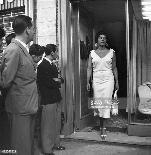 Italian actress and circus owner Moira Orfei coming out from a shop under the admiring eyes of passersby Milan 1953