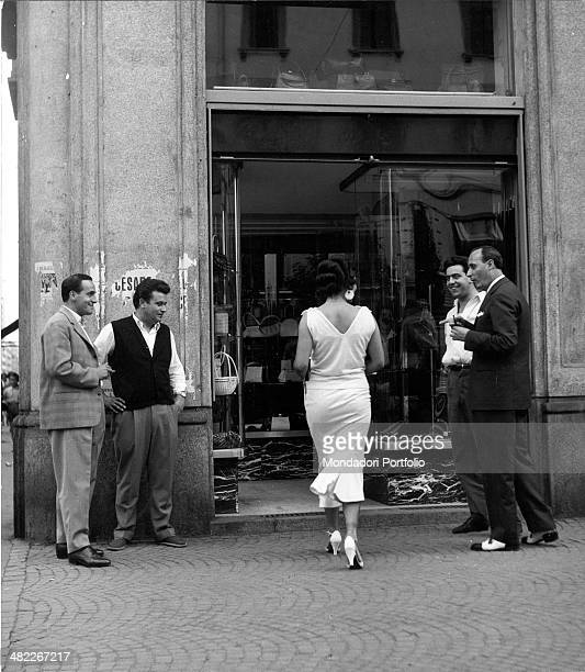 Italian actress and circus owner Moira Orfei getting in a shop under the admiring eyes of passersby Milan 1953
