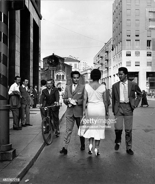 Italian actress and circus owner Moira Orfei walking in Corso Matteotti under the admiring eyes of passersby Milan 1953