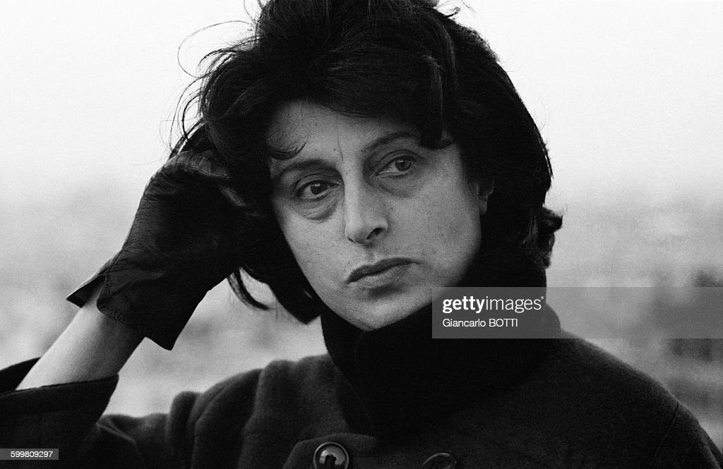 [Image: italian-actress-anna-magnani-at-home-in-...d599809297]
