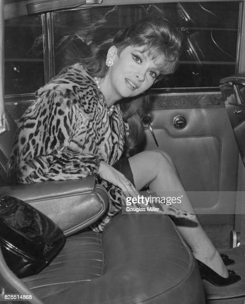 Italian actress Gina Lollobrigida arrives at London Airport UK to attend the premiere of her latest film 'Buona Sera Mrs Campbell' at the London...