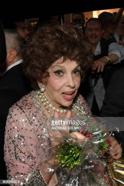 Italian actress Gina Lollobrigida smiles as he arrives in Via Condotti to celebrates her 90th birthday on the red carpet in front of Piazza di Spagna...