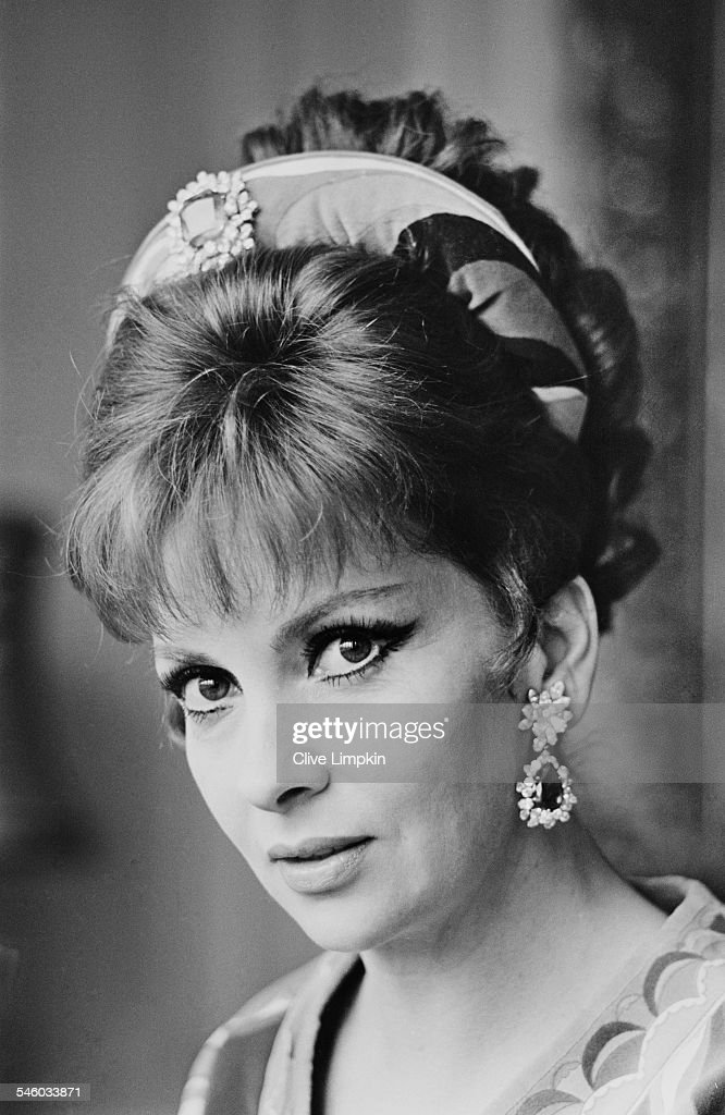 Italian actress <a gi-track='captionPersonalityLinkClicked' href=/galleries/search?phrase=Gina+Lollobrigida&family=editorial&specificpeople=93465 ng-click='$event.stopPropagation()'>Gina Lollobrigida</a> wearing Emilio Pucci, 8th June 1967.