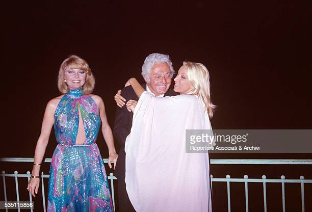 Italian actress Mariangela Melato hugging Italian director Dino Risi at the David di DOnatello awarding ceremony Beside them Italian actress Sylva...
