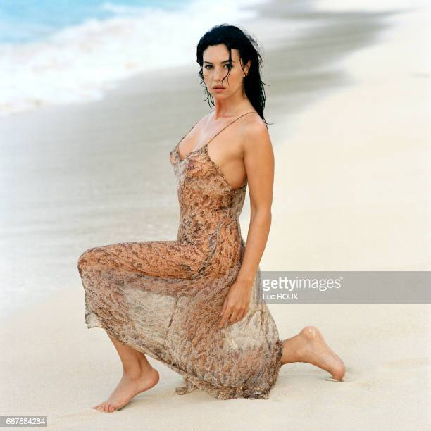 Italian actress Monica Bellucci on the set of Tears of the Sun directed by Antoine Fuqua Bellucci is in Hawaii for the filming of Tears of the Sun as...