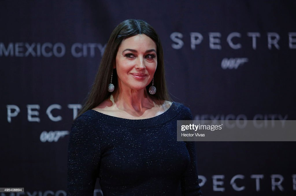Italian actress <a gi-track='captionPersonalityLinkClicked' href=/galleries/search?phrase=Monica+Bellucci&family=editorial&specificpeople=204777 ng-click='$event.stopPropagation()'>Monica Bellucci</a> smiles during the red carpet of the 'Spectre' film Premiere at Auditorio Nacional on November 02, 2015 in Mexico City, Mexico.