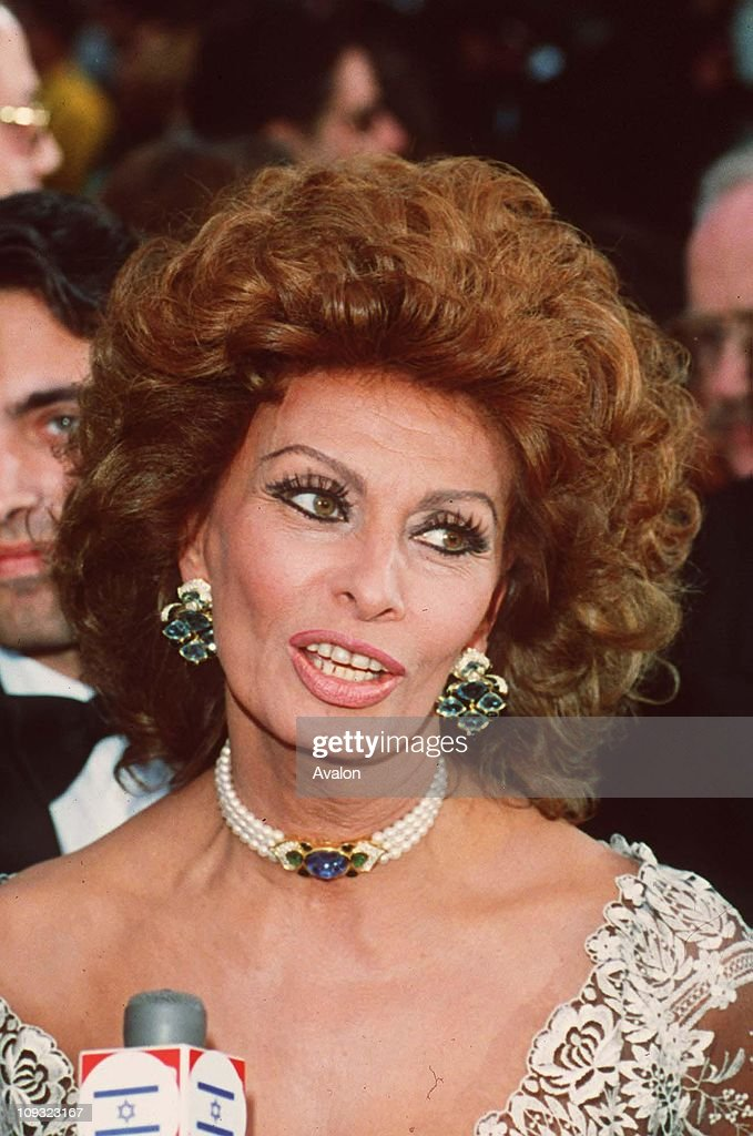 Italian Actress <a gi-track='captionPersonalityLinkClicked' href=/galleries/search?phrase=Sophia+Loren&family=editorial&specificpeople=94097 ng-click='$event.stopPropagation()'>Sophia Loren</a> At the 1993 Oscar Awards Ceremony.