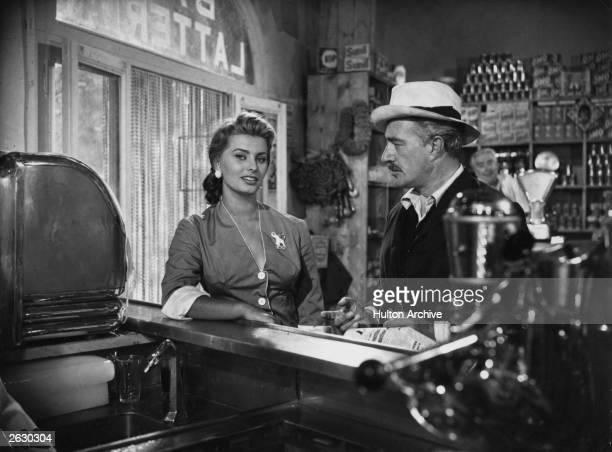 Italian actress Sophia Loren at the bar Original Publication People Disc HG0238