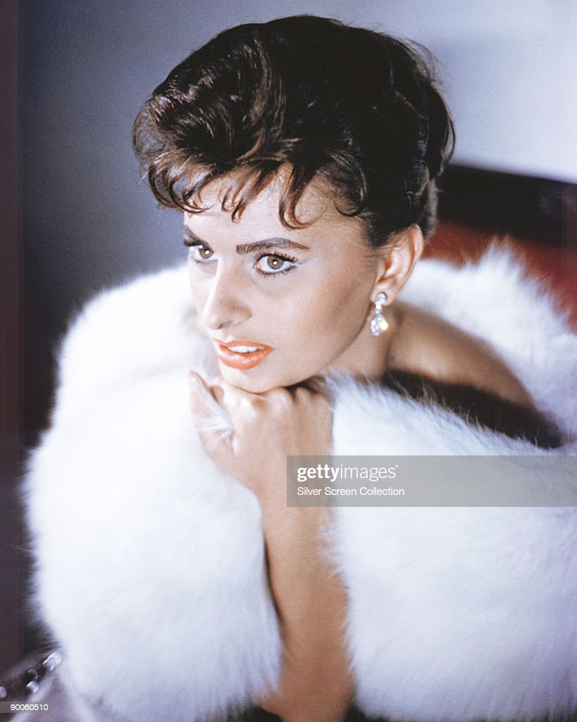 Italian actress <a gi-track='captionPersonalityLinkClicked' href=/galleries/search?phrase=Sophia+Loren&family=editorial&specificpeople=94097 ng-click='$event.stopPropagation()'>Sophia Loren</a>, circa 1960.