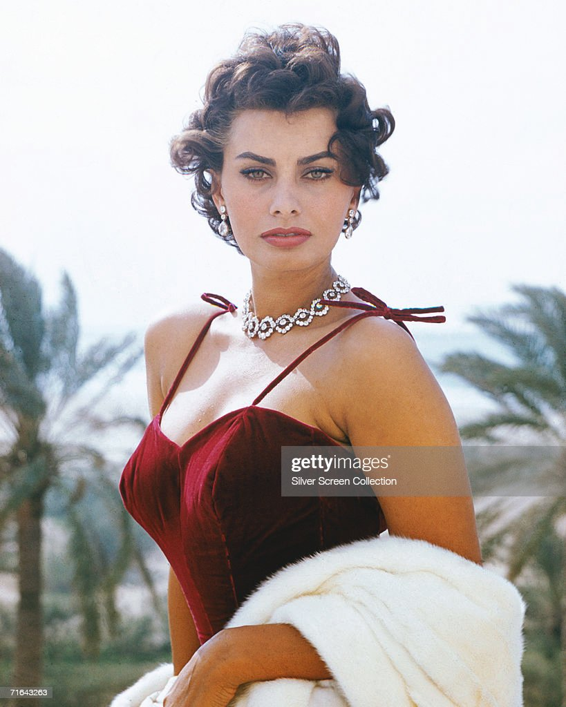 Italian actress <a gi-track='captionPersonalityLinkClicked' href=/galleries/search?phrase=Sophia+Loren&family=editorial&specificpeople=94097 ng-click='$event.stopPropagation()'>Sophia Loren</a>, circa 1965.