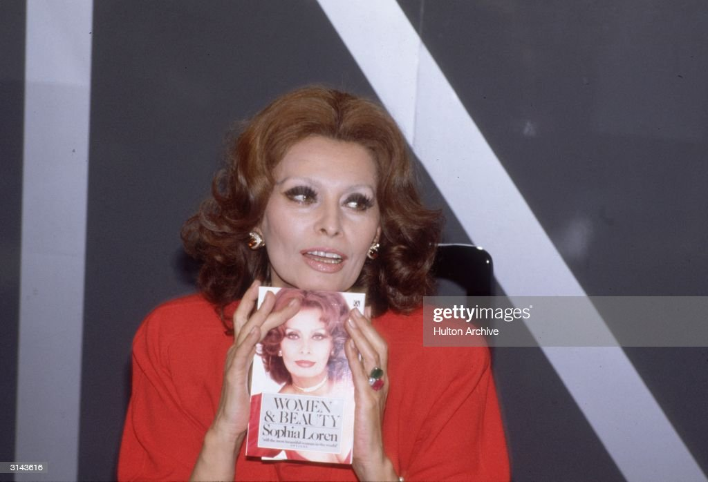 Italian actress <a gi-track='captionPersonalityLinkClicked' href=/galleries/search?phrase=Sophia+Loren&family=editorial&specificpeople=94097 ng-click='$event.stopPropagation()'>Sophia Loren</a> in London promoting her new book 'Women & Beauty'.