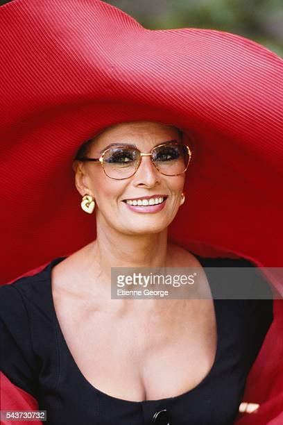 Italian actress Sophia Loren on the set of the film Pret-a-Porter, (Ready to Wear), directed by American director Robert Altman.