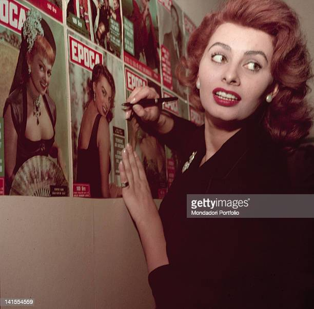 Italian actress Sophia Loren visiting Mondadori publishing company and signing a cover of the magazine 'Epoca' Milan February 1955