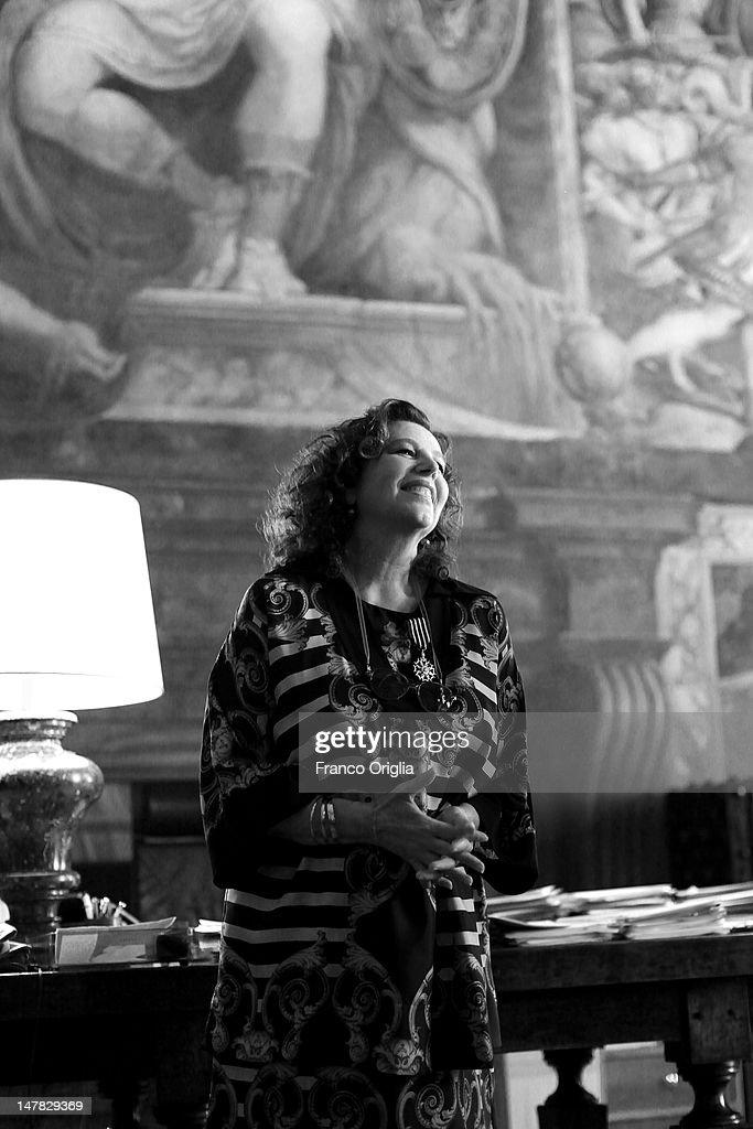 Stefania Sandrelli Receives The Chevalier de l'Ordre des Arts et des Lettres