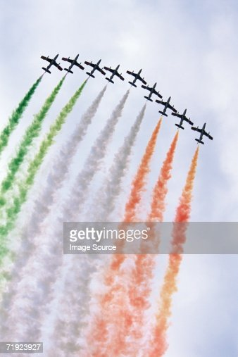 Italian airforce flying in formation