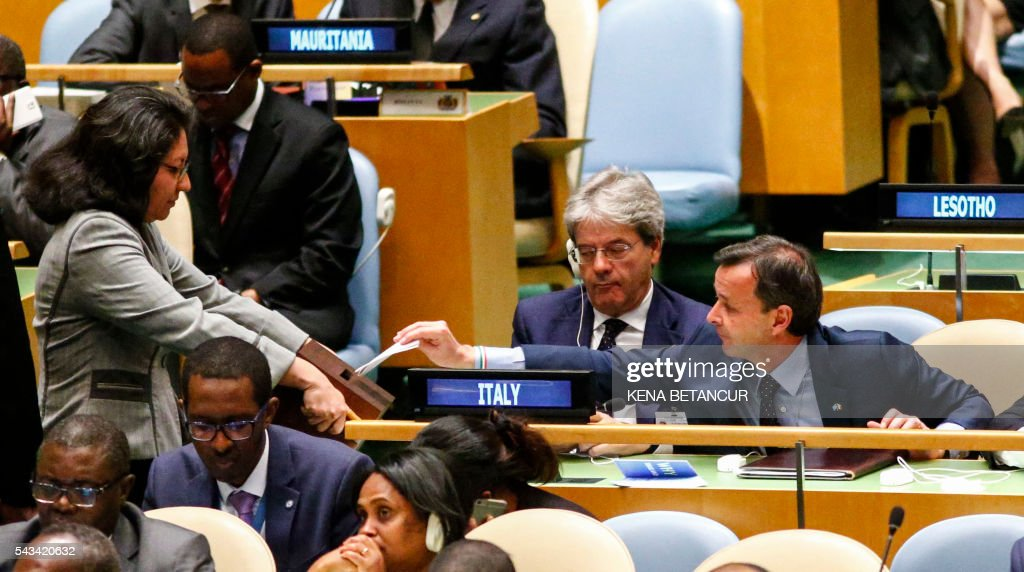 Italian Ambassador to the United Nations Sebastiano Cardi (R) casts his vote on the second round next of Italian Foreign Minister Paolo Gentiloni (L) during the Election of five non-permanent members of the Security Council at the general assembly hall at the United Nations in New York on June 28, 2016. Three European countries and two Asian nations are battling for seats on the UN Security Council in elections that are drawing attention to the refugee crisis and human rights. / AFP / KENA