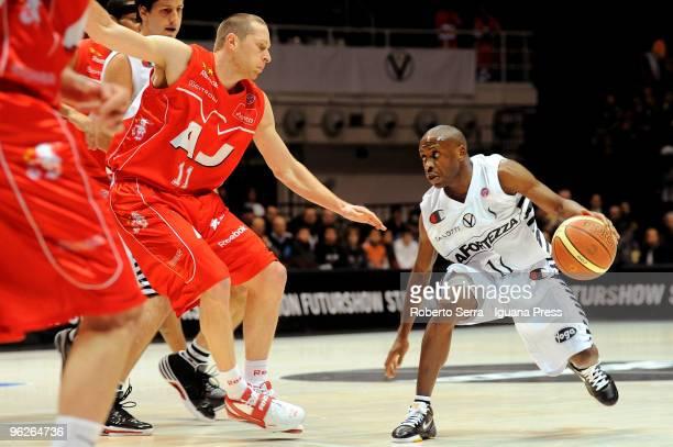Italian Basketball Championship 2008/2009 regular season 17th round Virtus La Fortezza Bologna vs Olimpia Armani Jeans Milan Earl Boykins of La...
