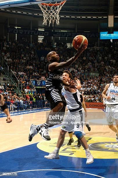 Italian Basketball Championship 2008/2009 regular season 24th round Fortitudo GMAC Bologna vs Virtus La Fortezza Bologna Earl Boykins of La Fortezza...