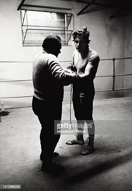 Italian boxer Nino Benvenuti with his coach Dante Caneo at training in the sporting centre of Milanello to take his revenge against Carlos Monzon who...