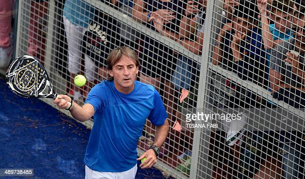 Italian coach of football team Galatasaray Roberto Mancini performs paddletennis during Rome's ATP tennis Masters on May 12 2014 in Rome AFP PHOTO /...