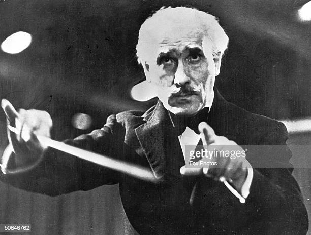 Italian conductor Arturo Toscanini conducts the NBC Symphony Orchestra in a televised recording of Verdi's 'Hymn of the Nations' 1944