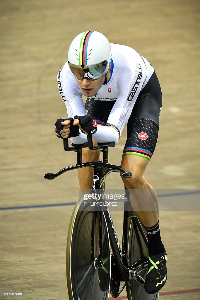Italian cyclist Filippo Ganna competes in the men's individual pursuit at the European Track Championships Saint Quentin en Yvelines on October 22, 2016. Filippo Ganna took silver medal of the race. / AFP / PHILIPPE